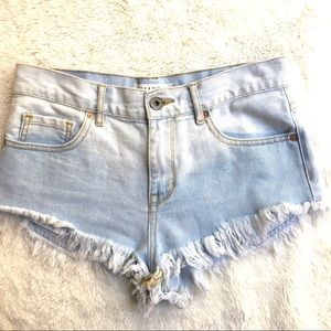 Bullhead high rise light wash denim shorts